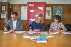 """RTVE y la Fundación Crecer Jugando firman el convenio de la XIX Campaña """"Un juguete, una ilusión"""""""