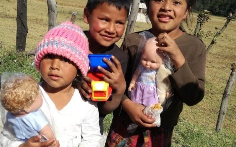 Miles de niños guatemaltecos ya disfrutan de su juguete