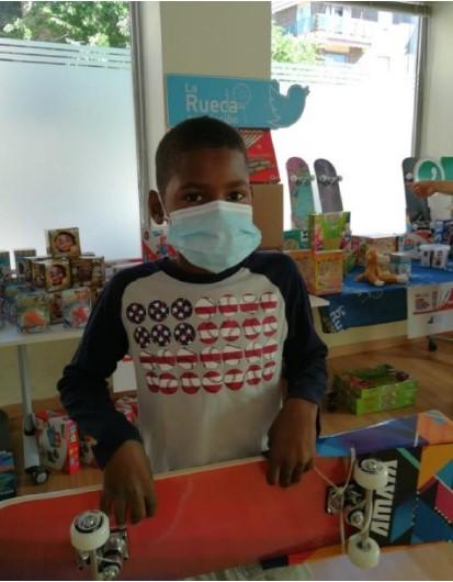 Entrega de juguetes en la Fundación La Rueca